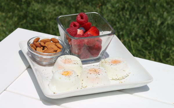 Fat Burning Poached Eggs with Nuts and Berries