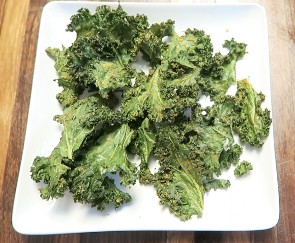 Salty and Crunchy Kale Chips